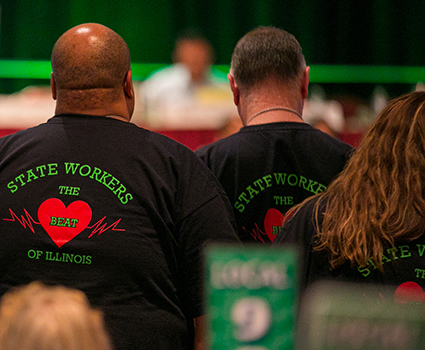 Illinois state employees vote to authorize strike